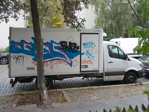 Hannes Kater - Mit Graffiti besprühter LKW, fotografiert in Berlin, Wedding